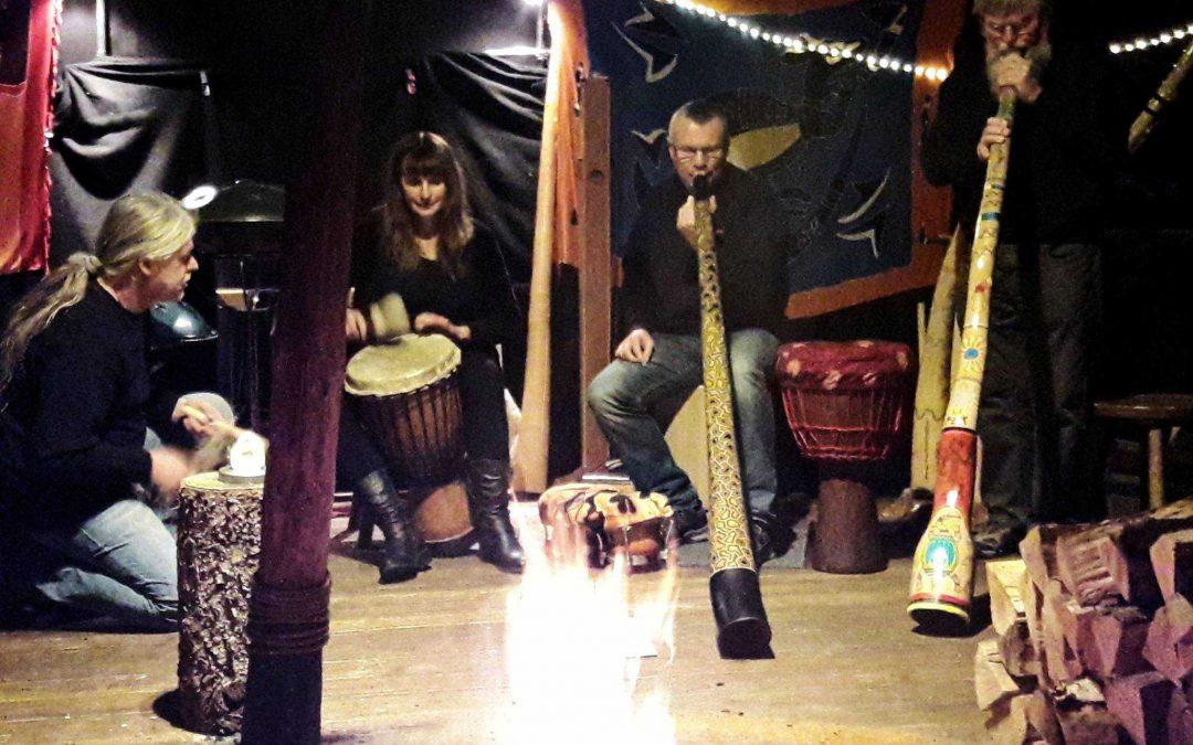 Wamaluru Klangerlebnis im Feuerherz am Lagerfeuer