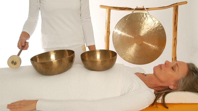 DeinKlangRaum-Klangmassage-Klangschalen