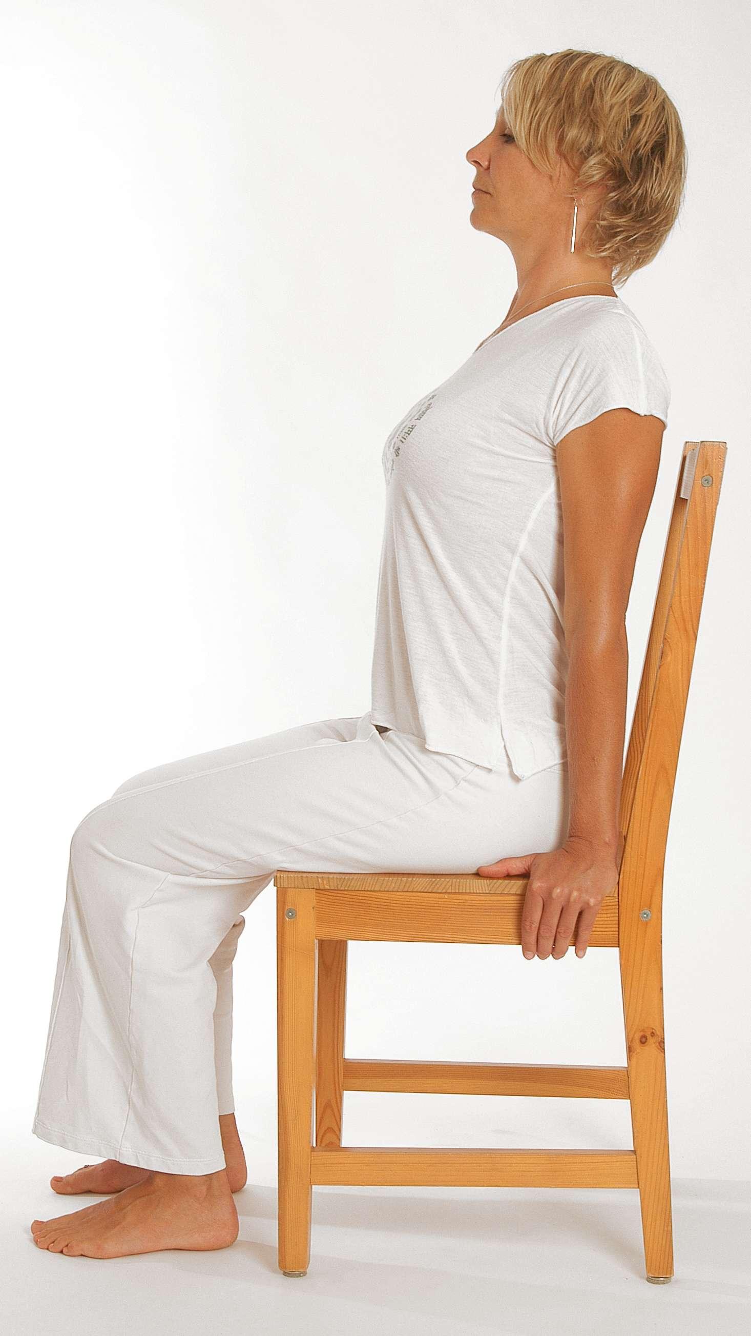 Yoga - Annabell Ditschke - Kobra auf dem Stuhl ...